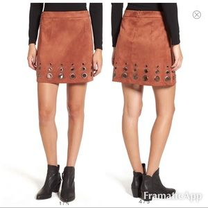 . New glamorous Photo suede A-line skirt grommets